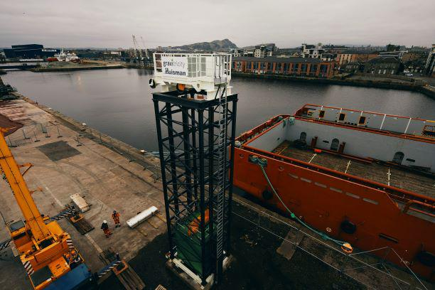Gravitricity tower install Leith